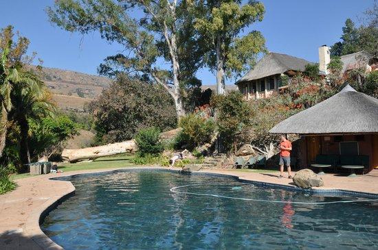 Cavern Drakensberg Resort & Spa: by pool area
