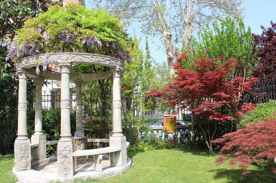 Grande Albergo Ausonia & Hungaria: a little taster of  the hotel's beautiful gardens