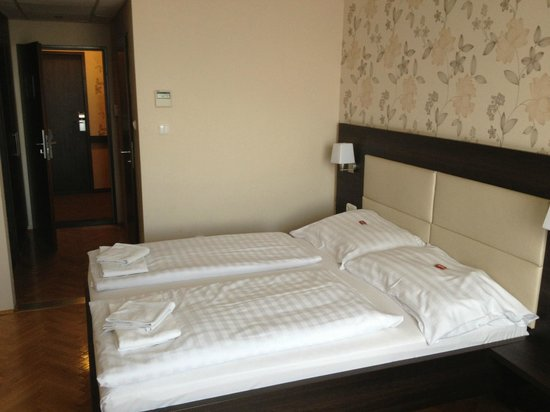 Medosz Hotel: f