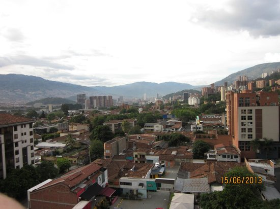 Orange Suites: Medellin Aussicht vom Hotel Obergeschoß open air