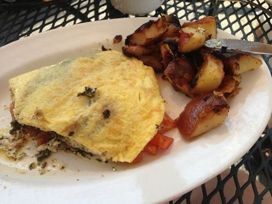 Eat-A-Pita & Cafe 2: delicious local chèvre and tomatoe omelet