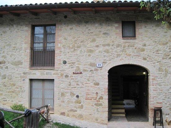 Country House Casal Cerqueto : Prima struttura quando si arriva.