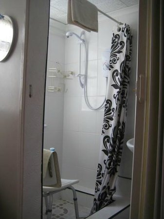 Dolphin Guest House: Bathroom