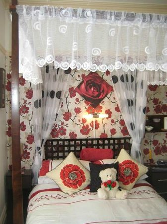 Dolphin Guest House: Bedroom