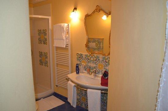 Antica Residenza Cicogna: Il bagno della stanza dei paesaggi