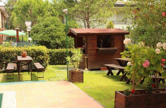 Hotel Eden: Chiosco piscina