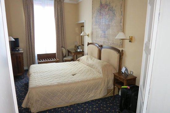 Hotel Churchill: Large Specious Room with a Excellent Bed