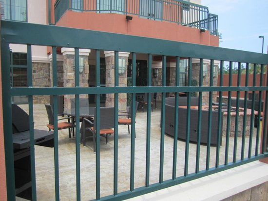 Homewood Suites by Hilton Slidell: Gated pool seating area