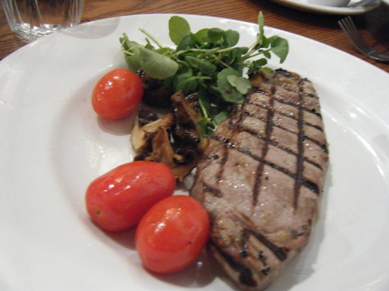 Auberge - Waterloo: Steak and french fries