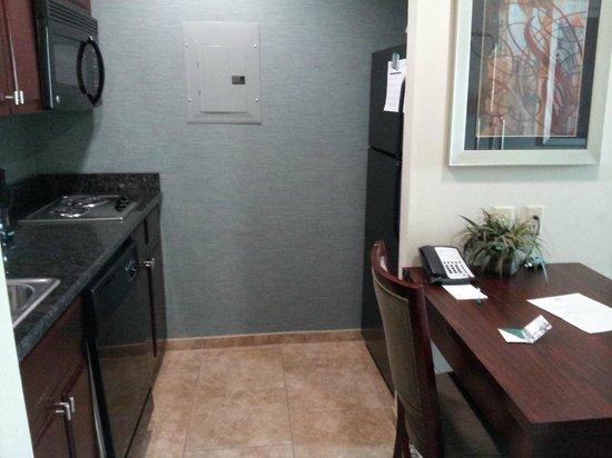Homewood Suites by Hilton Slidell: Kitchen