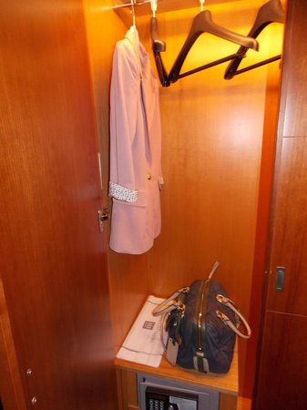 Hotel Del Campo: luce nell 'armadio:una chicca!