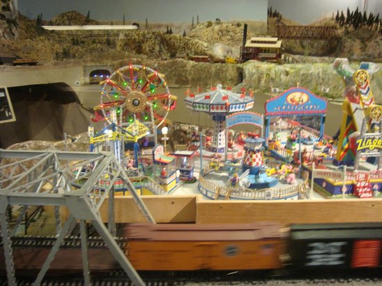 San Diego Model Railroad Museum : A carnival set up