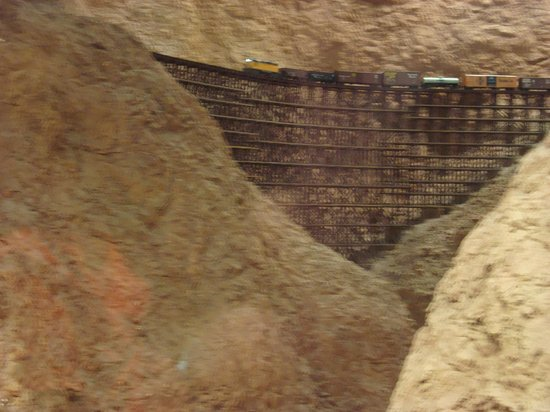 San Diego Model Railroad Museum : One of the little trains going over the large bridge