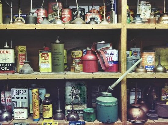 Riversdale Valley Farm : Oil Can Wall