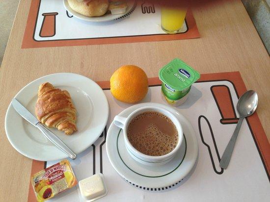 Residencial Lar do Areeiro: Complimentary breakfast