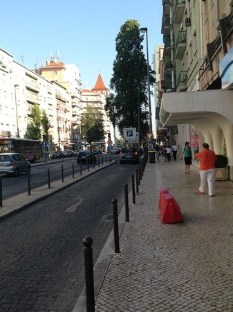 Residencial Lar do Areeiro: Typical street around the hotel