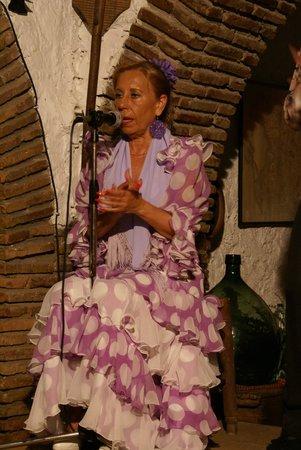 El Colono: La chanteuse