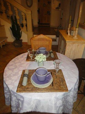 La Vieille Bergerie: Tutto pronto per l'ottima colazione
