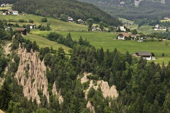 Naturhotel Wieserhof: dintorni dell'hotel - piramidi di pietra