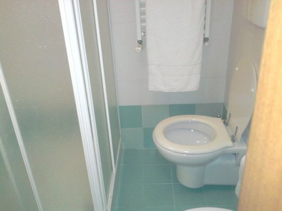 Palace Hotel Due Ponti: Cabina doccia
