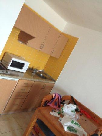 Apartamentos Sal Rossa Ibiza: Kitchen