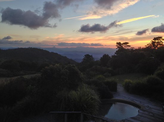 O'Reilly's Rainforest Retreat, Mountain Villas and Lost World Spa: Sunset from the deck at O'Reilly's