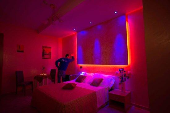 Hotel Il Giardino Degli Aranci: Camera con cromoterapia
