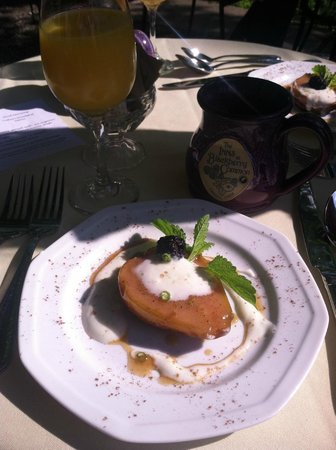 Inns at Blackberry Common: Roasted Pear First Course at Breakfast