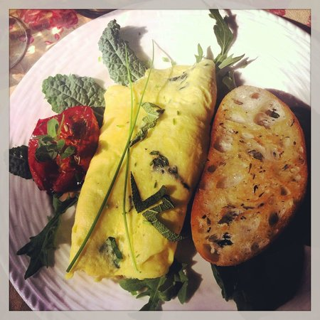 Inns at Blackberry Common : Exquisite Herb & Cheese Omelette with Roasted Tomatoes