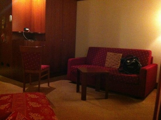 Hotel Re Cinisello: The couch in the Twin room.