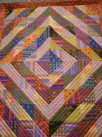 Welsh Quilt Centre: More traditional quilt design