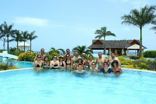 Moon Dance Cliffs: Some of our guests hanging at the pool