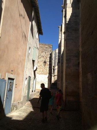 Abbaye de Saint-Gilles: de hyggelige små gader