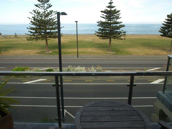 Pebble Beach Motor Inn: Terrace