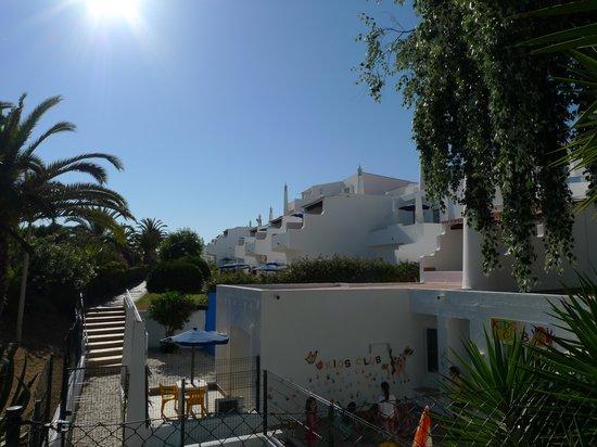 Monica Isabel Beach Club : vue exterieure chambres