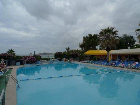 Monica Isabel Beach Club : piscine principale