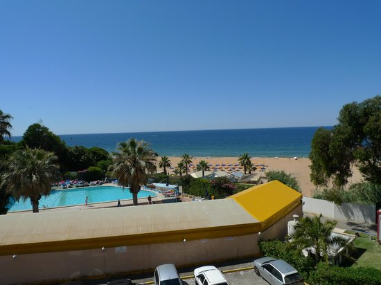 Monica Isabel Beach Club : vue plage et piscine