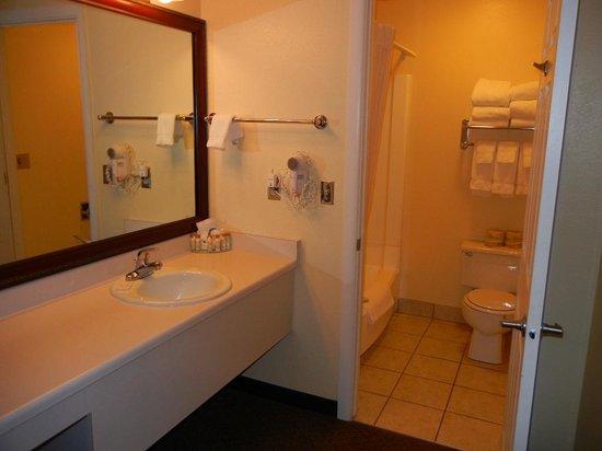 Motel 6: Vanity w/Toiletries and Bathroom