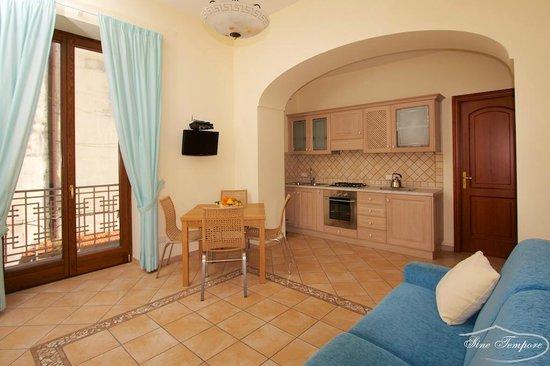 Soggiorno con cucina - Bild von Sine Tempore Holiday Apartments ...