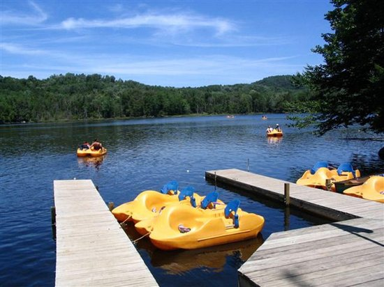 Old Forge Camping Resort: Lakefront with Paddle Boats