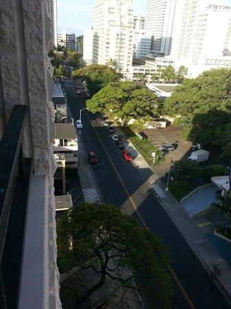Waikiki Sand Villa Hotel : Kaiulani Ave, vista da sacada