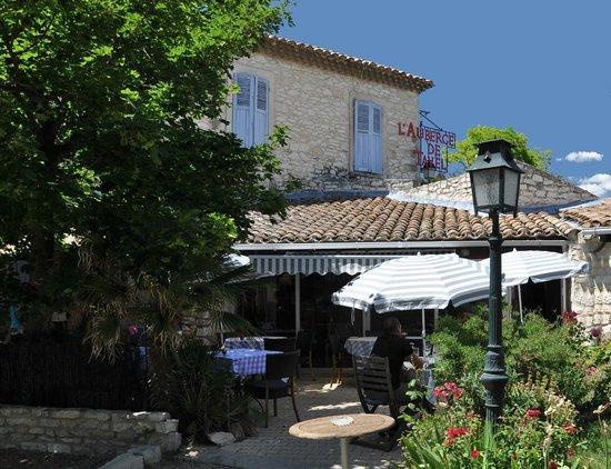 Auberge de Tavel: Déjeuner en terrasse