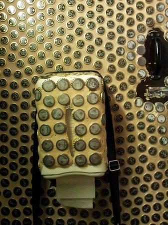 Koh Phangan: Toilet (notice the caps)