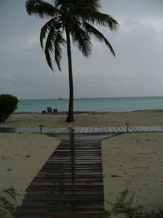 Cape Santa Maria Beach Resort & Villas: Boardwalk from our bungalow
