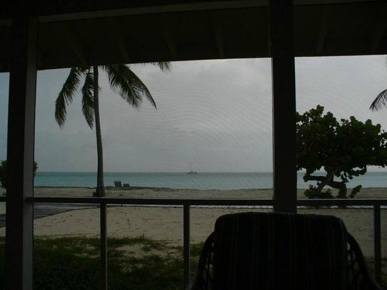 Cape Santa Maria Beach Resort & Villas: View from the screened in porch of the bungalow