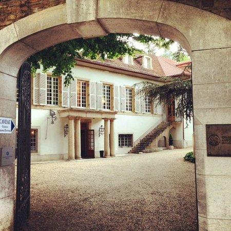 Château du Petit Musigny à Chambolle : Entrance