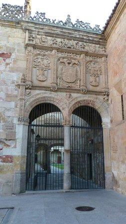 Universidad de Salamanca: Other portal in entrance plaza