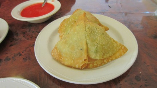 Curry Village Restaurant: Vegetable samosas