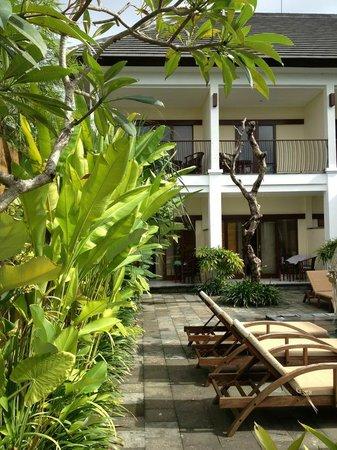 Uma Sri Bali Hotel: View of balconies/lanai of room units