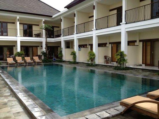 Uma Sri Bali Hotel: Pool area